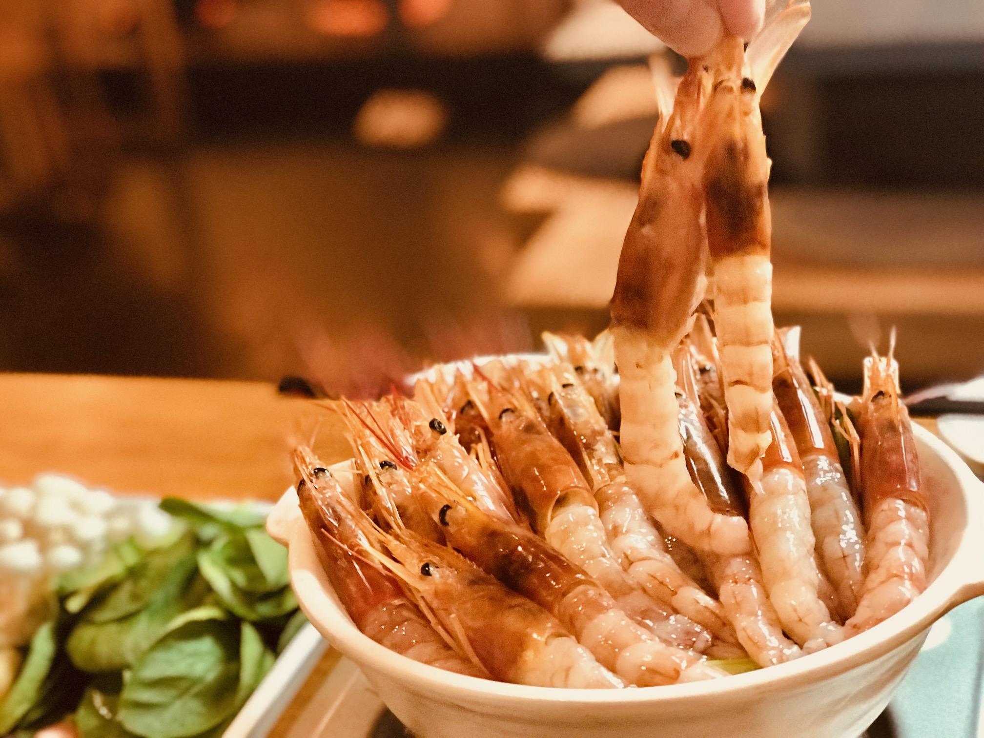 横浜海老鍋は大エビでしゃぶしゃぶ