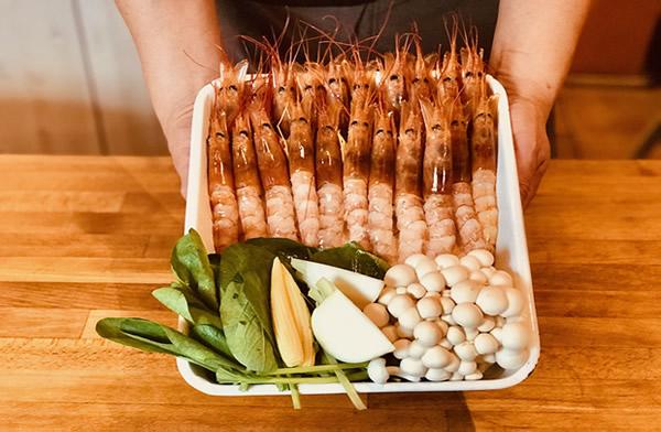 横浜の海老鍋を家族でしゃぶしゃぶ