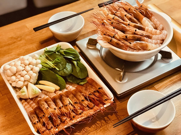 横浜エビ専門店の海老トマト鍋は〆のスープはエビ出汁が効いて絶品